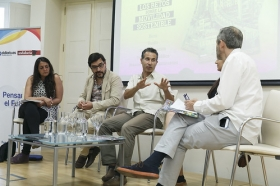 """Presentación de la revista nº16 de eldiario.es 'La ciudad civilizada' en la Fundación Cajasol (7) • <a style=""""font-size:0.8em;"""" href=""""http://www.flickr.com/photos/129072575@N05/34914587351/"""" target=""""_blank"""">View on Flickr</a>"""