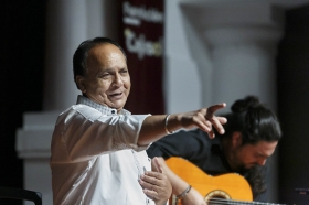 "Jueves Flamencos de la Fundación Cajasol: Manuel Moreno 'El Pele' (35) • <a style=""font-size:0.8em;"" href=""http://www.flickr.com/photos/129072575@N05/34383946233/"" target=""_blank"">View on Flickr</a>"