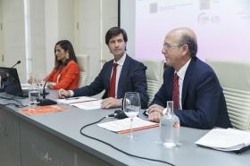 """Presentación del Libro Blanco 'La Educación importa', elaborado por la CEOE, en la Fundación Cajasol (4) • <a style=""""font-size:0.8em;"""" href=""""http://www.flickr.com/photos/129072575@N05/37096323141/"""" target=""""_blank"""">View on Flickr</a>"""