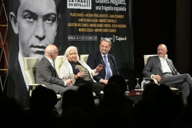 "Letras en Sevilla: 'Chaves Nogales, una tragedia española' con Pérez Reverte, Vigorra, Pilar Chaves y Antony Jones (2) • <a style=""font-size:0.8em;"" href=""http://www.flickr.com/photos/129072575@N05/37361903524/"" target=""_blank"">View on Flickr</a>"