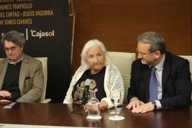 "Rueda de prensa 'Letras en Sevilla': Chaves Nogales, una tragedia española (10) • <a style=""font-size:0.8em;"" href=""http://www.flickr.com/photos/129072575@N05/37353738574/"" target=""_blank"">View on Flickr</a>"