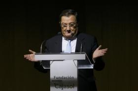 """Presentación del libro 'Hermandades 360º' en la Fundación Cajasol (3) • <a style=""""font-size:0.8em;"""" href=""""http://www.flickr.com/photos/129072575@N05/37722474006/"""" target=""""_blank"""">View on Flickr</a>"""