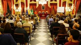 """Conferencia de Sarah Harmon en 'De Cádiz al Mundo' (2) • <a style=""""font-size:0.8em;"""" href=""""http://www.flickr.com/photos/129072575@N05/38104579972/"""" target=""""_blank"""">View on Flickr</a>"""