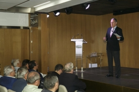 """Presentación del libro 'Hermandades 360º' en la Fundación Cajasol • <a style=""""font-size:0.8em;"""" href=""""http://www.flickr.com/photos/129072575@N05/23917807588/"""" target=""""_blank"""">View on Flickr</a>"""