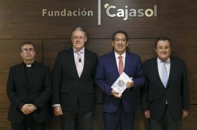 """Presentación del libro 'Hermandades 360º' en la Fundación Cajasol (7) • <a style=""""font-size:0.8em;"""" href=""""http://www.flickr.com/photos/129072575@N05/37100890343/"""" target=""""_blank"""">View on Flickr</a>"""