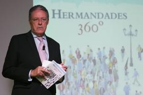 """Presentación del libro 'Hermandades 360º' en la Fundación Cajasol (5) • <a style=""""font-size:0.8em;"""" href=""""http://www.flickr.com/photos/129072575@N05/37100890203/"""" target=""""_blank"""">View on Flickr</a>"""