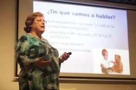 "Aula de Salud en Fundación Cajasol (Córdoba): Vacunación infantil (5) • <a style=""font-size:0.8em;"" href=""http://www.flickr.com/photos/129072575@N05/37897845411/"" target=""_blank"">View on Flickr</a>"