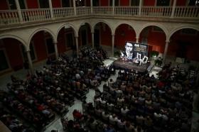 "Letras en Sevilla: Chaves Nogales, una tragedia española, con 'Juan Belmonte, matador de toros' (7) • <a style=""font-size:0.8em;"" href=""http://www.flickr.com/photos/129072575@N05/38029137972/"" target=""_blank"">View on Flickr</a>"