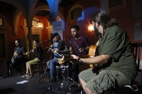 """Más de 1.500 personas disfrutan de las propuestas culturales de la Fundación Cajasol: visitas guiadas a la exposición 'La elegancia del dibujo' de Sáenz de Tejada, y concierto de música folk a cargo del grupo 'El gueto con botas' • <a style=""""font-size:0.8em;"""" href=""""http://www.flickr.com/photos/129072575@N05/36874788253/"""" target=""""_blank"""">View on Flickr</a>"""