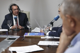 "Entrevista a Antonio Pulido en COPE Sevilla (9) • <a style=""font-size:0.8em;"" href=""http://www.flickr.com/photos/129072575@N05/37373501670/"" target=""_blank"">View on Flickr</a>"