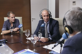 "Entrevista a Antonio Pulido en COPE Sevilla (2) • <a style=""font-size:0.8em;"" href=""http://www.flickr.com/photos/129072575@N05/36921913924/"" target=""_blank"">View on Flickr</a>"