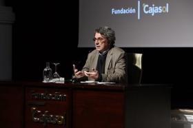 "Letras en Sevilla: 'Chaves Nogales, una tragedia española', con Andrés Trapiello (3) • <a style=""font-size:0.8em;"" href=""http://www.flickr.com/photos/129072575@N05/26295159669/"" target=""_blank"">View on Flickr</a>"