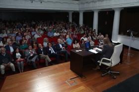 """Letras en Sevilla: 'Chaves Nogales, una tragedia española' con María Isabel Cintas (4) • <a style=""""font-size:0.8em;"""" href=""""http://www.flickr.com/photos/129072575@N05/37335502174/"""" target=""""_blank"""">View on Flickr</a>"""