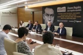 """Presentación de 'Letras en Sevilla' con 'Chaves Nogales: una tragedia española' en la Fundación Cajasol (2) • <a style=""""font-size:0.8em;"""" href=""""http://www.flickr.com/photos/129072575@N05/37913602312/"""" target=""""_blank"""">View on Flickr</a>"""
