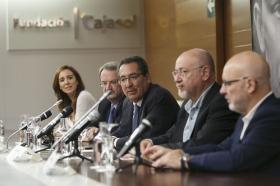 """Presentación de 'Letras en Sevilla' con 'Chaves Nogales: una tragedia española' en la Fundación Cajasol (13) • <a style=""""font-size:0.8em;"""" href=""""http://www.flickr.com/photos/129072575@N05/37891077036/"""" target=""""_blank"""">View on Flickr</a>"""