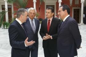 """Visita del Embajador de Bulgaria en España a la Fundación Cajasol (22) • <a style=""""font-size:0.8em;"""" href=""""http://www.flickr.com/photos/129072575@N05/37891092726/"""" target=""""_blank"""">View on Flickr</a>"""