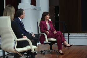 """Mano a Mano: Cristina Sánchez y Carmen Calvo (10) • <a style=""""font-size:0.8em;"""" href=""""http://www.flickr.com/photos/129072575@N05/38535751802/"""" target=""""_blank"""">View on Flickr</a>"""