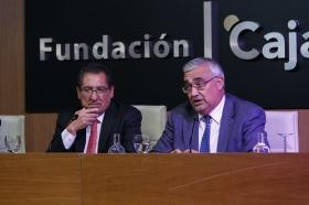"Conferencia de Juan Ramón Rallo en la Fundación Cajasol (15) • <a style=""font-size:0.8em;"" href=""http://www.flickr.com/photos/129072575@N05/38226139036/"" target=""_blank"">View on Flickr</a>"
