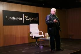 """Presentación del libro 'Cuentos clásicos para conocerse mejor', de Jorge Bucay (3) • <a style=""""font-size:0.8em;"""" href=""""http://www.flickr.com/photos/129072575@N05/38249806016/"""" target=""""_blank"""">View on Flickr</a>"""