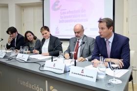 """Encuentro sobre 'Los efectos de la inversión en infraestructuras' desde la Fundación Cajasol (10) • <a style=""""font-size:0.8em;"""" href=""""http://www.flickr.com/photos/129072575@N05/38155760956/"""" target=""""_blank"""">View on Flickr</a>"""