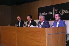 "Conferencia de Juan Ramón Rallo en la Fundación Cajasol (16) • <a style=""font-size:0.8em;"" href=""http://www.flickr.com/photos/129072575@N05/38226139116/"" target=""_blank"">View on Flickr</a>"