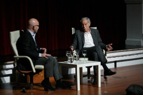 """Conferencia de Eduardo Mendoza en la Fundación Cajasol (11) • <a style=""""font-size:0.8em;"""" href=""""http://www.flickr.com/photos/129072575@N05/24541275218/"""" target=""""_blank"""">View on Flickr</a>"""