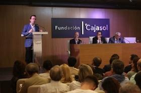 "Conferencia de Juan Ramón Rallo en la Fundación Cajasol • <a style=""font-size:0.8em;"" href=""http://www.flickr.com/photos/129072575@N05/26504989569/"" target=""_blank"">View on Flickr</a>"