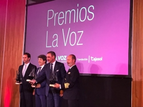"Entrega de los XII Premios LA VOZ de Cádiz (3) • <a style=""font-size:0.8em;"" href=""http://www.flickr.com/photos/129072575@N05/38232726292/"" target=""_blank"">View on Flickr</a>"