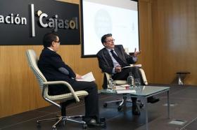 """Ignacio Camacho presenta 'Cataluña, la herida de España', en la Fundación Cajasol (3) • <a style=""""font-size:0.8em;"""" href=""""http://www.flickr.com/photos/129072575@N05/38357022894/"""" target=""""_blank"""">View on Flickr</a>"""