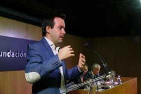 "Conferencia de Juan Ramón Rallo en la Fundación Cajasol (6) • <a style=""font-size:0.8em;"" href=""http://www.flickr.com/photos/129072575@N05/26504991179/"" target=""_blank"">View on Flickr</a>"