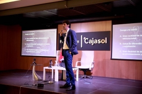 "Fundación Cajasol en un tuit: 'Social Media, Big Data y Growth Hacking' (3) • <a style=""font-size:0.8em;"" href=""http://www.flickr.com/photos/129072575@N05/37679296735/"" target=""_blank"">View on Flickr</a>"