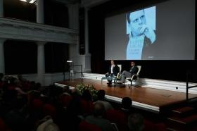 """Presentación del libro 'La gran trampa', de Daniel Lacalle, en la Fundación Cajasol (8) • <a style=""""font-size:0.8em;"""" href=""""http://www.flickr.com/photos/129072575@N05/38165217515/"""" target=""""_blank"""">View on Flickr</a>"""