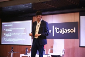 "Fundación Cajasol en un tuit: 'Social Media, Big Data y Growth Hacking' (4) • <a style=""font-size:0.8em;"" href=""http://www.flickr.com/photos/129072575@N05/38535749392/"" target=""_blank"">View on Flickr</a>"