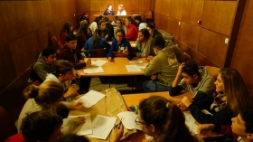 """Talleres educativos en la I Semana de las Letras de Cádiz en la Fundación Cajasol (10) • <a style=""""font-size:0.8em;"""" href=""""http://www.flickr.com/photos/129072575@N05/26684324859/"""" target=""""_blank"""">View on Flickr</a>"""