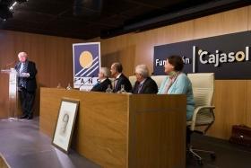 """Homenaje del Foro Andaluz Nueva Sociedad a la figura de Arturo Moya en la Fundación Cajasol (13) • <a style=""""font-size:0.8em;"""" href=""""http://www.flickr.com/photos/129072575@N05/38165231285/"""" target=""""_blank"""">View on Flickr</a>"""
