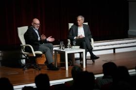 """Conferencia de Eduardo Mendoza en la Fundación Cajasol (2) • <a style=""""font-size:0.8em;"""" href=""""http://www.flickr.com/photos/129072575@N05/37698165954/"""" target=""""_blank"""">View on Flickr</a>"""