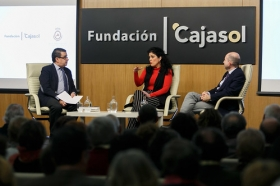 "Aula de Cultura ABC de Sevilla: Eva Pérez y Benito Navarrete (11) • <a style=""font-size:0.8em;"" href=""http://www.flickr.com/photos/129072575@N05/25132401868/"" target=""_blank"">View on Flickr</a>"