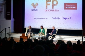 "Encuentro 'Descubre FP' en la Fundación Cajasol (5) • <a style=""font-size:0.8em;"" href=""http://www.flickr.com/photos/129072575@N05/37708400785/"" target=""_blank"">View on Flickr</a>"