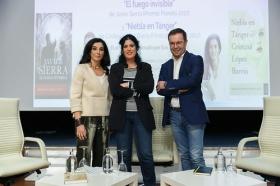 """Presentación de Premio Planeta 2017 y obra finalista en Fundación Cajasol (18) • <a style=""""font-size:0.8em;"""" href=""""http://www.flickr.com/photos/129072575@N05/24847794748/"""" target=""""_blank"""">View on Flickr</a>"""