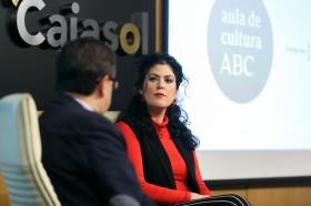 "Aula de Cultura ABC de Sevilla: Eva Pérez y Benito Navarrete (10) • <a style=""font-size:0.8em;"" href=""http://www.flickr.com/photos/129072575@N05/39002430571/"" target=""_blank"">View on Flickr</a>"