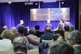 "Mesa redonda 'Huelva, la capital de la buena mesa' en la Fundación Cajasol (9) • <a style=""font-size:0.8em;"" href=""http://www.flickr.com/photos/129072575@N05/26926410109/"" target=""_blank"">View on Flickr</a>"