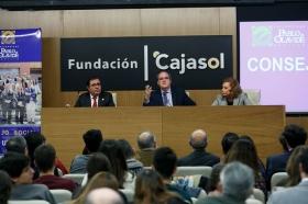 "Conferencia de Ángel Gabilondo en la Fundación Cajasol (8) • <a style=""font-size:0.8em;"" href=""http://www.flickr.com/photos/129072575@N05/38129092054/"" target=""_blank"">View on Flickr</a>"