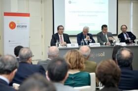 """Seminario 'La seguridad en la cuenca mediterránea: desafíos compartidos' en la Fundación Cajasol (2) • <a style=""""font-size:0.8em;"""" href=""""http://www.flickr.com/photos/129072575@N05/24393142608/"""" target=""""_blank"""">View on Flickr</a>"""