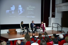 "Mano a Mano: Cristina Sánchez y Carmen Calvo (13) • <a style=""font-size:0.8em;"" href=""http://www.flickr.com/photos/129072575@N05/38535752042/"" target=""_blank"">View on Flickr</a>"