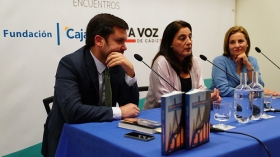 """Presentación del libro 'Cómo hemos cambiado', de Yolanda Vallejo (3) • <a style=""""font-size:0.8em;"""" href=""""http://www.flickr.com/photos/129072575@N05/24293631037/"""" target=""""_blank"""">View on Flickr</a>"""