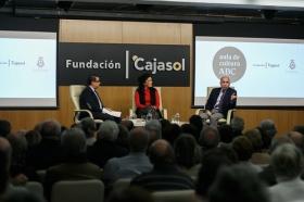 "Aula de Cultura ABC de Sevilla: Eva Pérez y Benito Navarrete (2) • <a style=""font-size:0.8em;"" href=""http://www.flickr.com/photos/129072575@N05/39002429431/"" target=""_blank"">View on Flickr</a>"