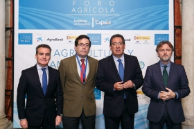 "Foro Agrícola: Agricultura y Cambio Climático en la Fundación Cajasol (2) • <a style=""font-size:0.8em;"" href=""http://www.flickr.com/photos/129072575@N05/25918749698/"" target=""_blank"">View on Flickr</a>"