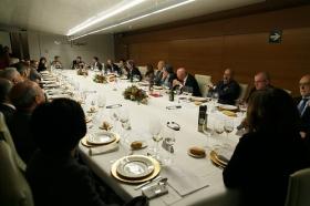 """Visita del Embajador de Japón en España a la Fundación Cajasol (6) • <a style=""""font-size:0.8em;"""" href=""""http://www.flickr.com/photos/129072575@N05/39267329075/"""" target=""""_blank"""">View on Flickr</a>"""