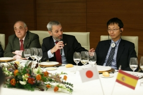 """Visita del Embajador de Japón en España a la Fundación Cajasol (10) • <a style=""""font-size:0.8em;"""" href=""""http://www.flickr.com/photos/129072575@N05/28385822639/"""" target=""""_blank"""">View on Flickr</a>"""