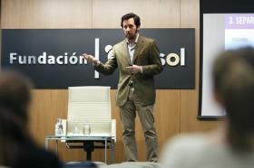 "II Ciclo Fundación Cajasol en un Tuit: Tristán Elósegui • <a style=""font-size:0.8em;"" href=""http://www.flickr.com/photos/129072575@N05/25700223707/"" target=""_blank"">View on Flickr</a>"